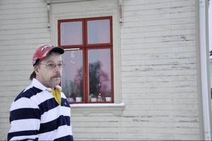 Jimmy Edström önskar en hyresvärd som undan för undan reparerar alla brister, och sedan håller underhållsnivån.