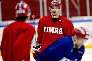 När Timrå IK ansökte om statlig lönegaranti i maj 2013 var tjeckiske Radek Smolenak överst på listan med 178 000 kronor.