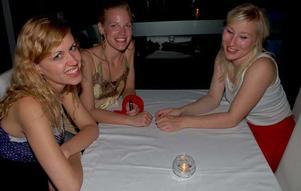 Blue Moon Bar. Viktoria, Emelie och Frida