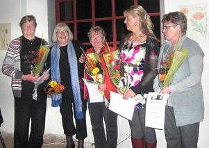 LEUFSTA GYMMIX FIRADE. Under festkvällen delades hedersmedlemsbevis ut till fem personer som utmärkt sig genom frivilligarbete genom åren. Från vänster Sylvia Lundvall, MaryAnn Olarsbo, Ingrid Thelin, Gunilla Löfgren och Karin Johansson.  Foto: Privat