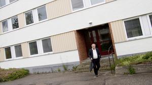 Mats Åkerlund tycker det är bra att huset ska bort till slut, i höst väntas rivningen påbörjas.