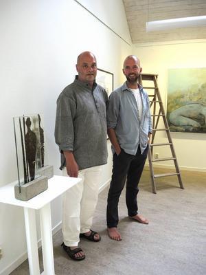 Peter Flinck och Jonas Ahlin visar sin konst i Arvid Backlunds sommarhem.
