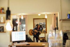 Hon spelade och sjöng in den nya TGIO-säsongen. Erika Andersson lär återkomma på Östersunds scener.