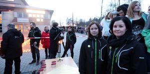 Malin Snellman och Johanna Norrvik från Entré Ungdom var två av de sju arrangörerna till kvällens manifestation. De blev båda lite tagna av den stora uppslutningen.
