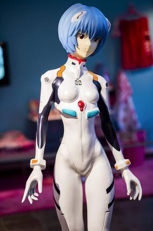 Mangaflickan Evangelion i fysisk skepnad. Figurerna kommer ur serierna och den japanska populärkulturen.    Foto: Per Larsson/TT
