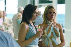De två systrarna Rose Feller (Toni Collette) och Maggie (Cameron Diaz) har ingenting gemensamt, utom att de har samma skostorlek.