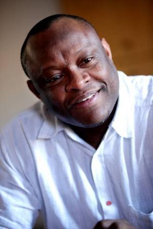Wellington Ikuobase tycker att Socialdemokraterna måste bli ett tydligare alternativ till alliansregeringen. Han är förväntansfull inför kongressen där ombuden bland annat ska diskutera partiets framtida politik.