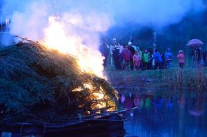 Brasa i dammen vid smedjan i Dalkarlsberg