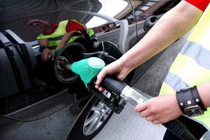 Motståndet mot höjd bensinskatt är kompakt bland kommunpolitikerna i Sundsvall.