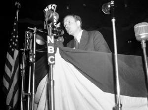 Charles Lindbergh talar för åsiktslinjen