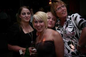 Blue Moon Bar. Linda, Ann-Kristine, Frida och Inger