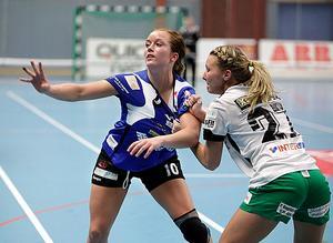 Handboll, IVH Västerås-Rimbo HK i Bombardier Arena i Västerås. Elsa Pettersson i IVH och Cassandra Tollbring i Rimbo.