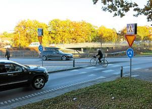 För en månad sedan blev en cyklande man påkörd av en bilist som kom från Oslohållet på E18:s avfart vid Skallbergsmotet. Bilföraren misstänks ha vållat mannens död.