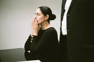 Viviane Amsalem (Ronit Elkabetz) vill skilja sig men eftersom hennes make inte samtycker blir det inget av med det i den religiösa domstolen.