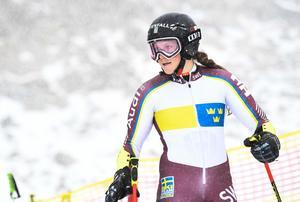 Sara Hector i pisten när det svenska alpina landslaget tränar  inför den alpina premiären.