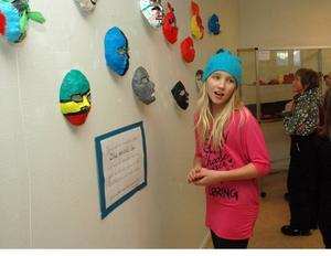MASKER. Jessica Norling och hennes klasskamrater i 4-5:an, Stammen, Aspenskolan, har gjort uttrycksfulla masker.