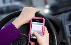 Skicka inte meddelanden när du kör, det är farligt.