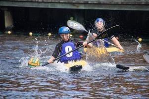 Louise Nyström, Köping kanotklubb, kämpar hårt under en av matcherna.