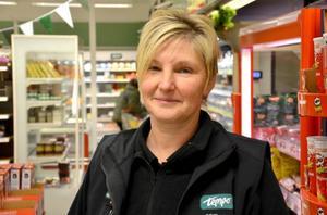 Elsie van Cotthem arbetade fem år i livsmedelsaffären i Föllinge till den stängde i september. Nu har hon själv tagit över den och vill bygga framgång med att lyssna på kunderna.