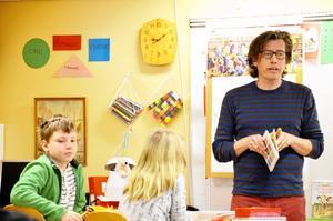 Författaren Magnus Ljunggren besökte klass 2E på Hidinge skola.