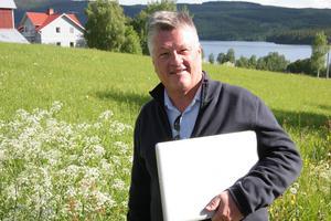 Dan Olofsson önskar att han om 30 år får gå runt bland stugorna och se femte generationens barn efter hans föräldrar leka där.
