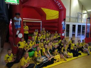 Barne från Äppelbo hade ingen aning om vart de skulle, men det blev Sportys lekland i Falun.