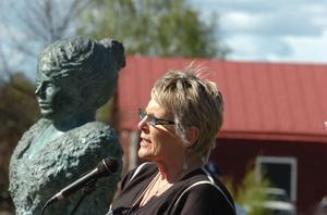 Två starka kvinnor och Bollnäsprofiler – Ingeborg Larzon-Schenström och kommunalrådet Evy Degerman.