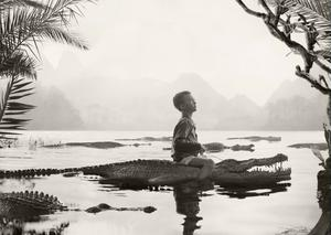 Helena Blomqvists sons drömmar är motiv i hennes fotografier. Här Swamp boy.