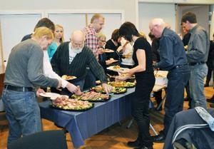 Gamla och nya fullmäktigeledamöter åt jullunch och minglade på årets sista fullmäktigemöte i Åre kommun. Elisabet Rydell-Janson