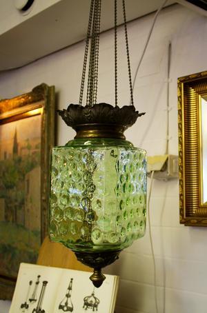 En dag ska jag ha ett helt rum med månskenslampor. Månskenslampa. Antikbutiken Sagaflo i Västerås. 4500 kronor.