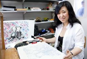 Guangjuan Zhang tycker om att blanda det oskuldsfulla med det mörka i sina bilder.