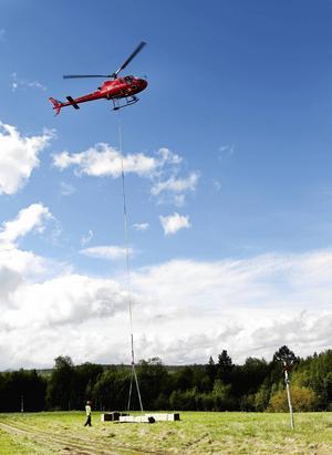 Material för att stärka Blanktjärnsrundan flögs ut med helikopter 2017.