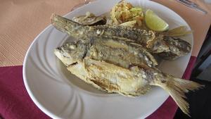 Fiskrätterna serveras ofta utan krusiduller, men det smakar himmelskt.