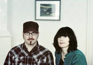 Göran Lindström och Carina Landin släpper till veckan sin andra hemkörda skiva som duon Landstrom, ikväll är det releasespelning på studioscenen.