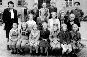 Monica växte upp på Apoteksgården i Kopparberg. Klasskompisarna från den tiden vill hon gärna återse. Nu hoppas hon få träffa några av dem under helgens föreläsning.bild: privat