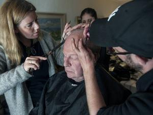 Styvt jobb. Två timmar varje morgon tog det för maskörerna att förvandla Rolf Lassgård till en man som heter Ove.