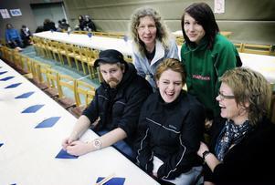 Ett gäng glada ledare bestående av Emil Olsson, Annelie Söderlund, Deborah Holmgren, Sara Rensbo och Lotta Edwardsson.