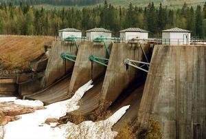 Utbyggnaden av vattenkraften drevs igenom av staten, med mycket begränsad hänsyn till människor och miljö. Men de som drabbades är borta och kravet på en regional del av vinsterna från vattenkraften ska inte kläs i termer av gottgörelse.