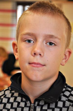 Oscar Hugosson, 10 år, klass 5:– Det är bra. Man får lära sig saker i skolan. Jag har längtat efter kompisarna.