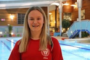 I vansbrosimningens tjejsim ska Nilea Ahlström starta först bland eliten nästa år.