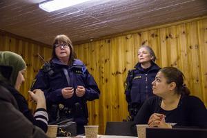 Susanne Lindström och Pia Johnson talar om varför det är så viktigt att kvinnorna ska känna sig delaktiga i arbetet med ett tryggare Krylbo. Lindström säger: