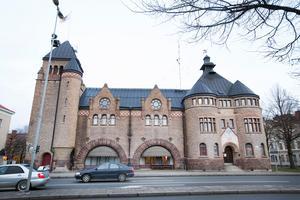 Ferdinand Bobergs brandstation i centrala Gävle ska renoveras. Samtidigt byggs en kompletterande brandstation väster om stan, i Valbo-Backa.