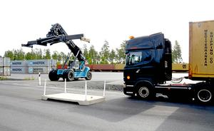 Godståg från Södra Sverige skulle kunna gå till Båramoterminalen om järnvägssträckan Värnamo-Halmstad elektrifieras, framhåller debattören.
