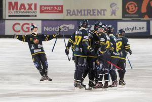 Falu Bs fick äntligen fira en seger i elitseriekvalet. Mot Nässjö på söndagen blev det 3–1, och nu ligger man på andra plats i tabellen.