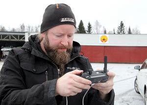 Rickard Eriksson var under måndagen sysselsatt med att dokumentera skadorna med hjälp av drönare.
