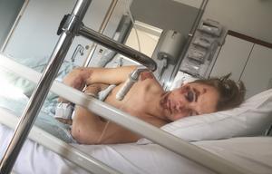 Filip Paalanen fick tillbringa fyra dagar på sjukhus efter sin cykelkrasch, och  fortfarande en månad efteråt är han  inte helt återställd.