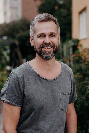 Johannes Wätterbäck har odlat i snart 30 år och har gett ut två böcker om odling, tillsammans med sin livskamrat Theres Lundén.