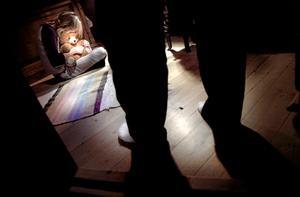 Flera personer som under uppväxten varit fosterhemsplacerade i Skaraborg begär nu skadestånd av kommunerna sedan de farit illa utan att de ansvariga uppfyllt sitt tillsynsansvar menar advokat Monica Crusner.