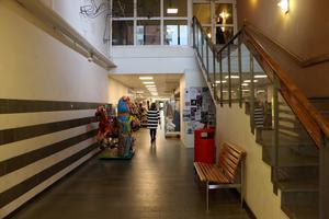 Tre ungdomar som passerade genom gallerian vid Ica Profilen och blev förföljda.