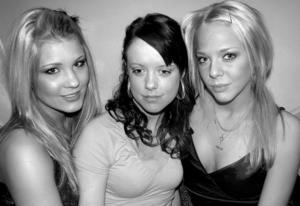 År 2005. Charlotta Bengtsson, Linda Boholm Lundemo och Nathalie Cedervall på Tabazco.